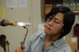 Se descubre cómo mejorar la conductividad del cristal por un accidente